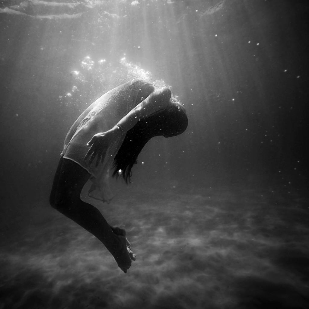 woman breathing underwater